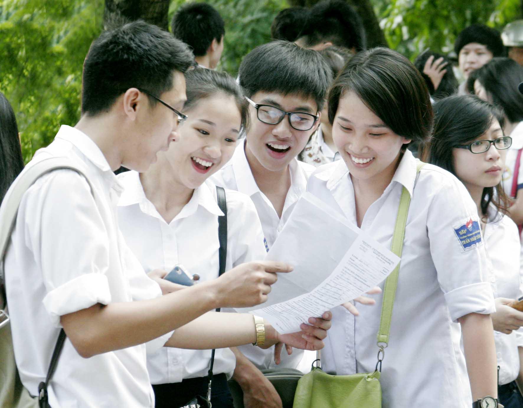 Đề thi học kì 2 lớp 11 môn Tiếng Anh 2015 THPT chuyên Huỳnh Mẫn Đạt
