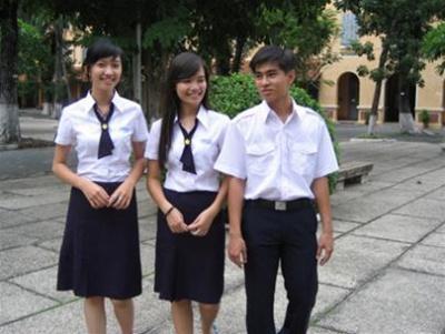 Đề thi học kì 1 môn Anh lớp 9 - Quảng Nam năm 2015