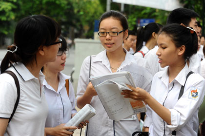 Đề thi học kì 1 lớp 12 môn Vật Lý năm 2014 THPT Nguyễn Du