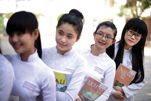 Đề thi cuối học kì 1 môn Anh lớp 11 trường THPT Nguyễn Bỉnh Khiêm 2015