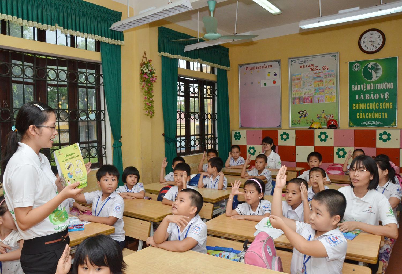 Đề kiếm tra giữa học kì 1 môn Toán lớp 2 năm 2015 - Tiểu học Sơn Quang