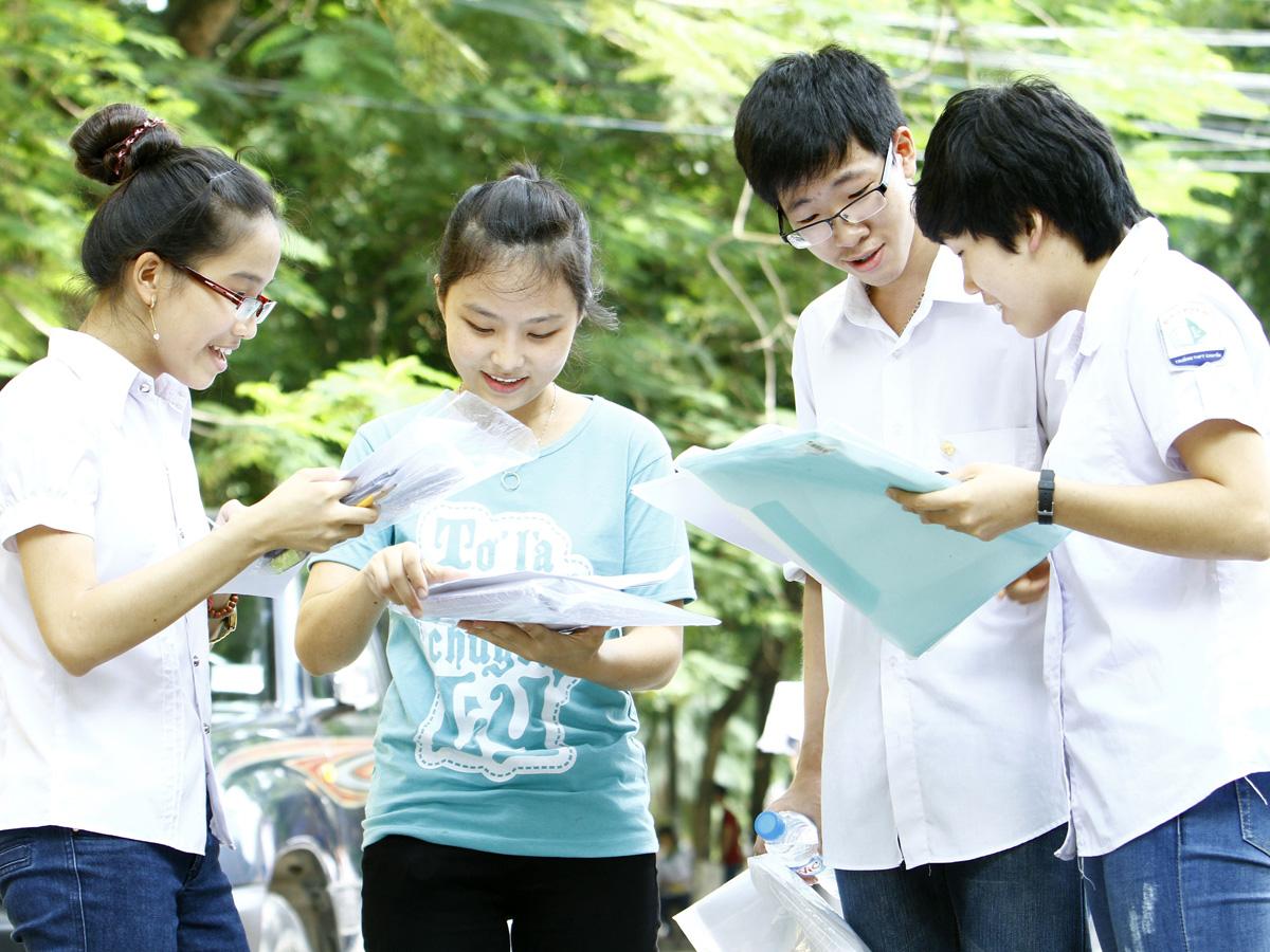 Đề thi giữa học kì 1 lớp 11 môn Tiếng Anh năm 2015 - trường THPT Liễn Sơn