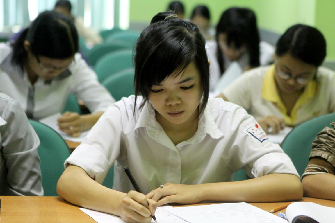 Đề thi giữa học kì 1 môn Văn lớp 11 THPT Nguyễn Văn Cừ năm 2015