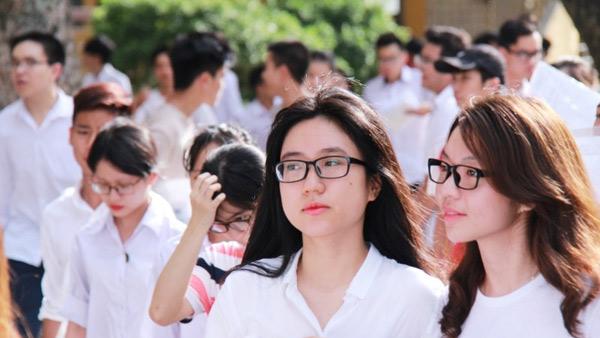 Đề thi giữa kì 1 môn Anh lớp 10 trường THPT Nguyễn Trãi năm 2016