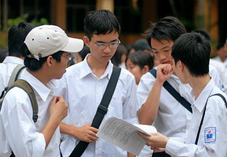 Đề kiểm tra giữa học kì 1 môn Anh lớp 10 - THPT Sáng Sơn 2015