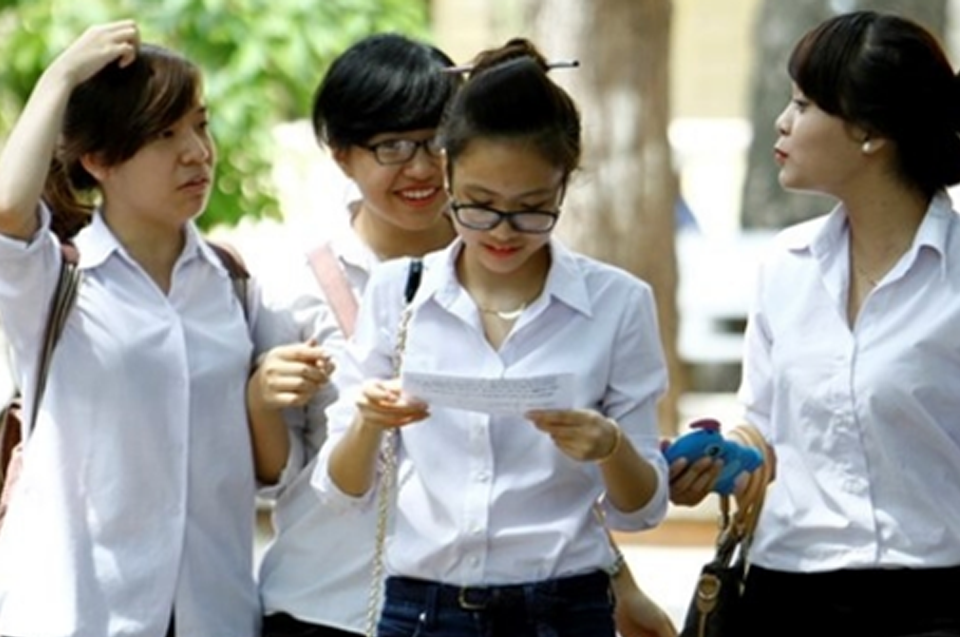 Đề thi giữa kì 1 môn Anh lớp 10  - THPT Liễn Sơn năm 2015 - 2016