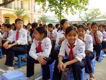 Đề thi giữa học kì 1 Anh lớp 8 trường THCS Khánh Hưng năm 2016