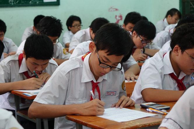 Đề thi giữa học kì 1 lớp 9 môn Toán năm 2016 trường THCS Hiền Khánh