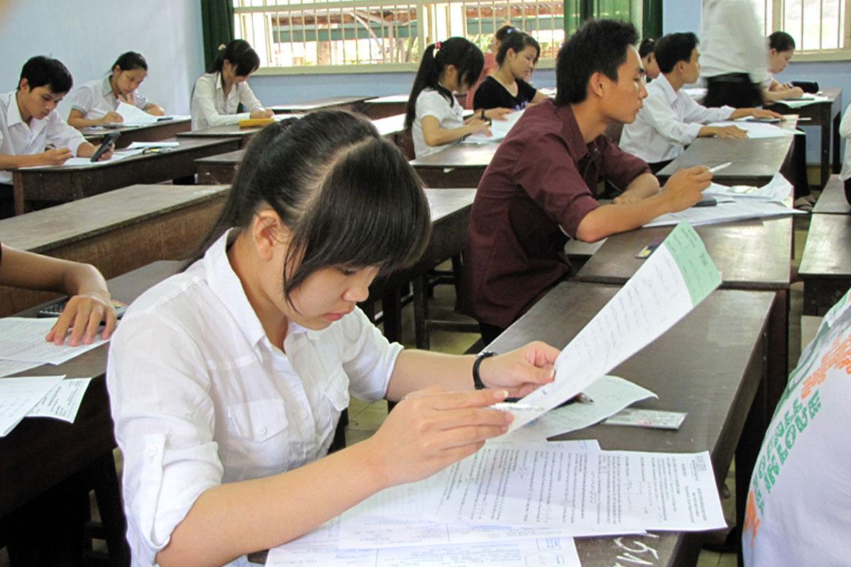 Thí sinh lớp 12 bắt buộc phải chọn cả bài thi tổ hợp?