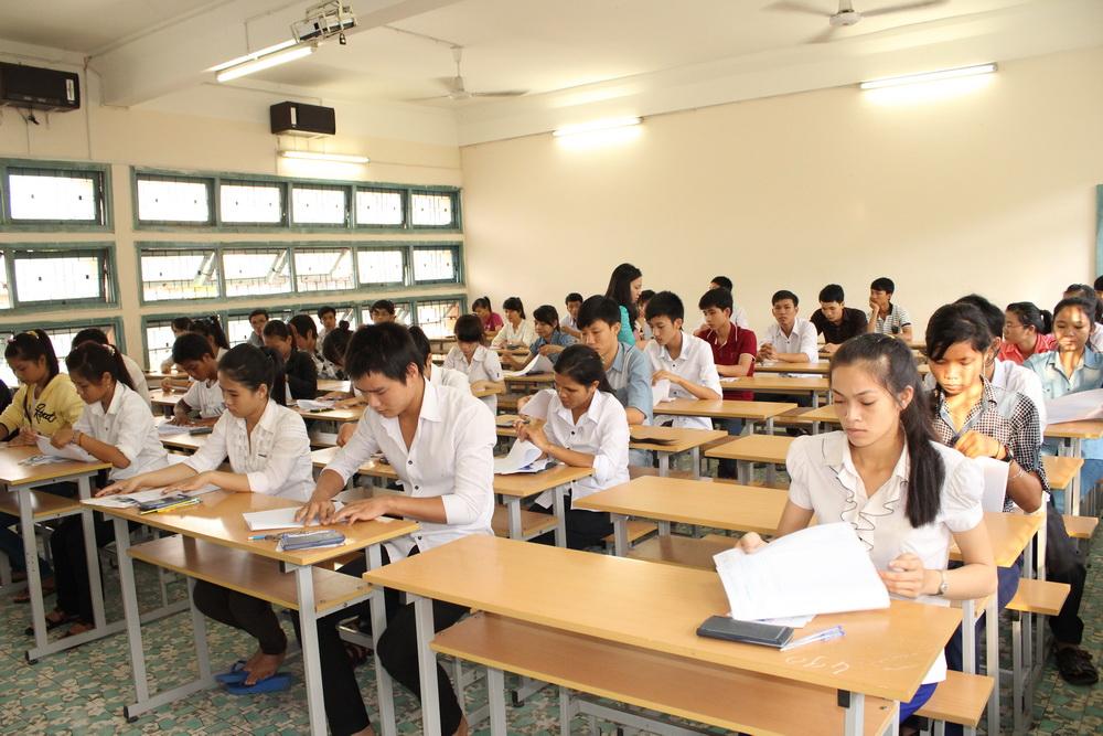 Đề thi học kì 1 môn Tiếng Anh lớp 7 huyện Bình Giang năm 2016 - 2017