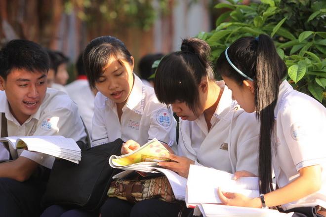Đề thi học kì 1 lớp 10 môn Toán - THPT Nguyễn Thị Minh Khai 2016 - 2017