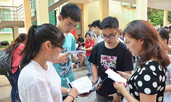 Học sinh được mang đề thi về sau khi kết thúc bài thi tổ hợp
