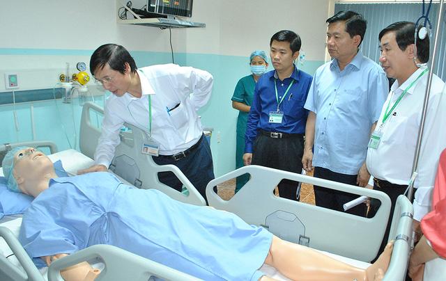Trong buổi làm việc tại trường ĐH Y khoa Phạm Ngọc Thạch vào tháng 2/2017, ông Đinh La Thăng đã chỉ đạo trường thay đổi khu vực tuyển sinh mở rộng cả nước
