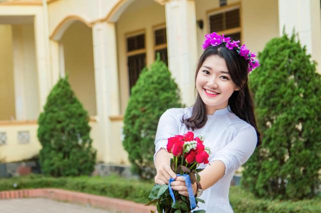 Vẻ đẹp tinh khôi của nữ sinh đạt 9,75 điểm Ngữ văn THPT quốc gia 2017