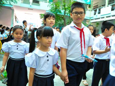 Đề thi 8 tuần kì 1 lớp 3 môn Toán - TH Phan Bội Châu năm 2017 - 2018