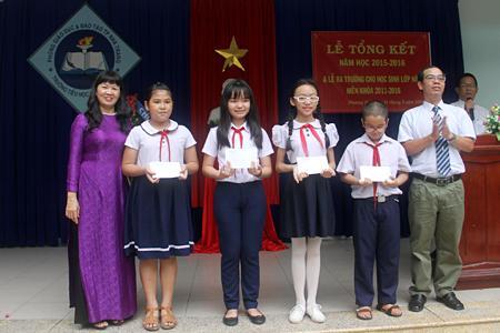 Đề thi giữa kì 1 năm 2017 môn Tiếng Việt lớp 5 - TH Trần Thới 2