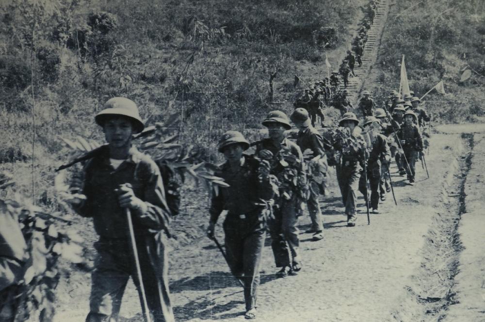 Image result for So sánh hình ảnh đoàn quân Tây Tiến và Việt Bắc.