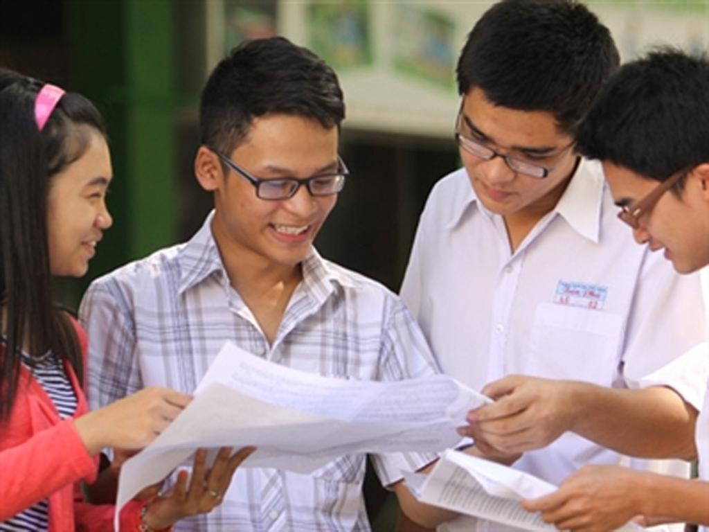 Đề kiểm tra giữa học kì 1 môn Anh Văn lớp 12 THPT Nguyễn Trãi 2015