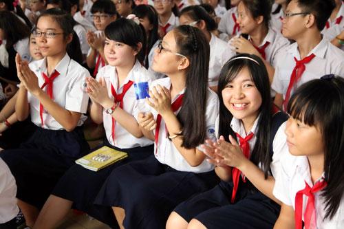 Đề thi giữa học kì 1 môn Anh lớp 7 - Duy Tiên năm 2015